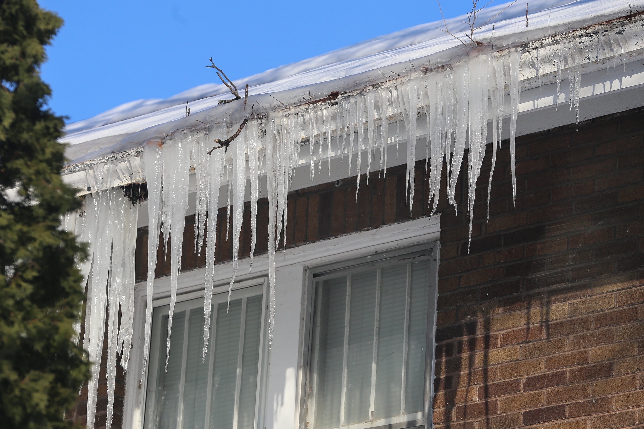 Ice dam that formed on a roof